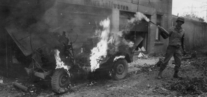 pic-ww2-jeep-on-fire