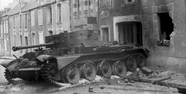 Bundesarchiv_Bild_101I-738-0276-25A,_Villers-Bocage,_zerstörter_Cromwell-Panzer